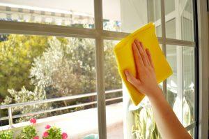 jak nejlépe vyleštit okna