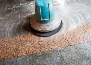 čištění podlah kotoučovým strojem