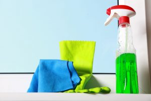 potřeby na mytí a čištění oken