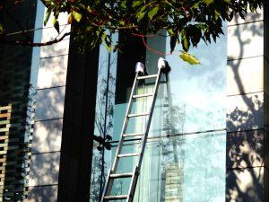 mytí oken ve vyšších patrech