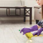 ako z podlahy odstrániť nečistoty po stavbe